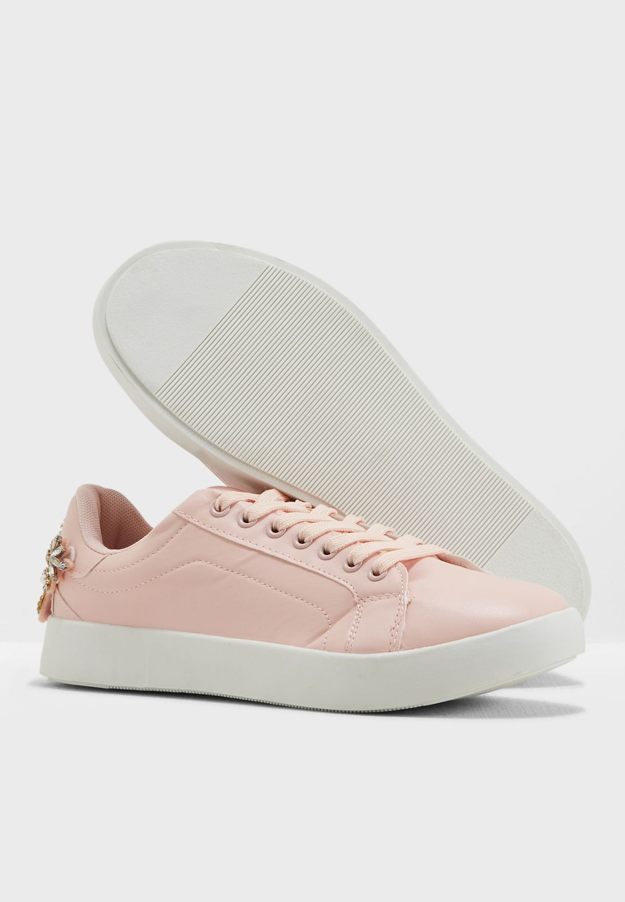 Bella Low Top Sneaker