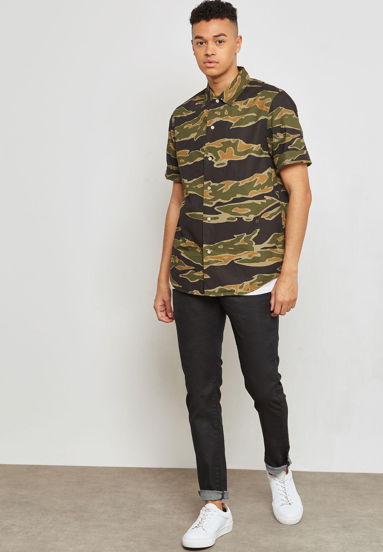 قميص بطبعات جيشي