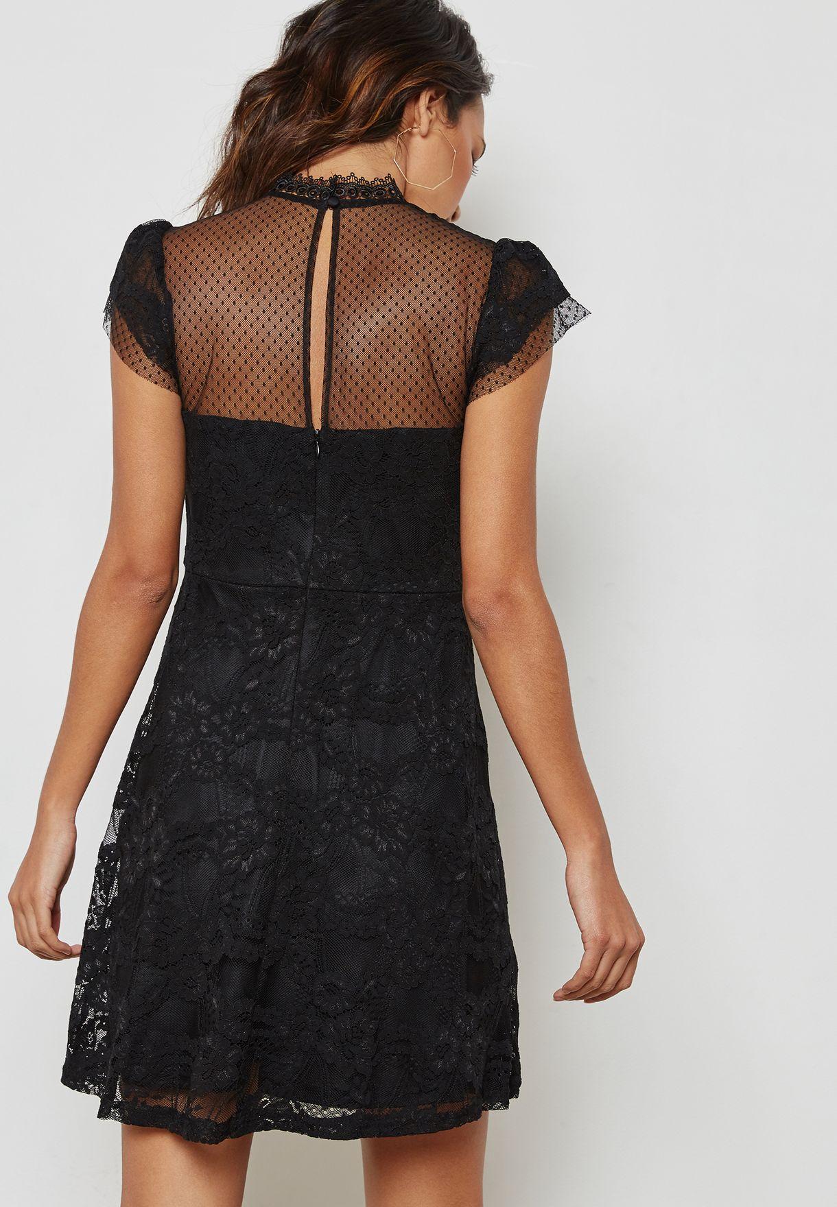 فستان بفتحة في الخلف