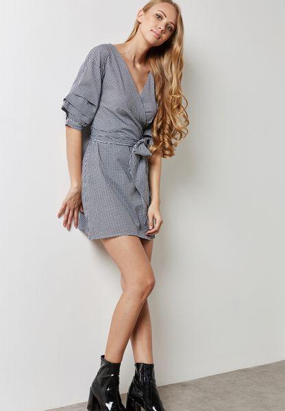 فستان بنمط لف واربطة عالخصر