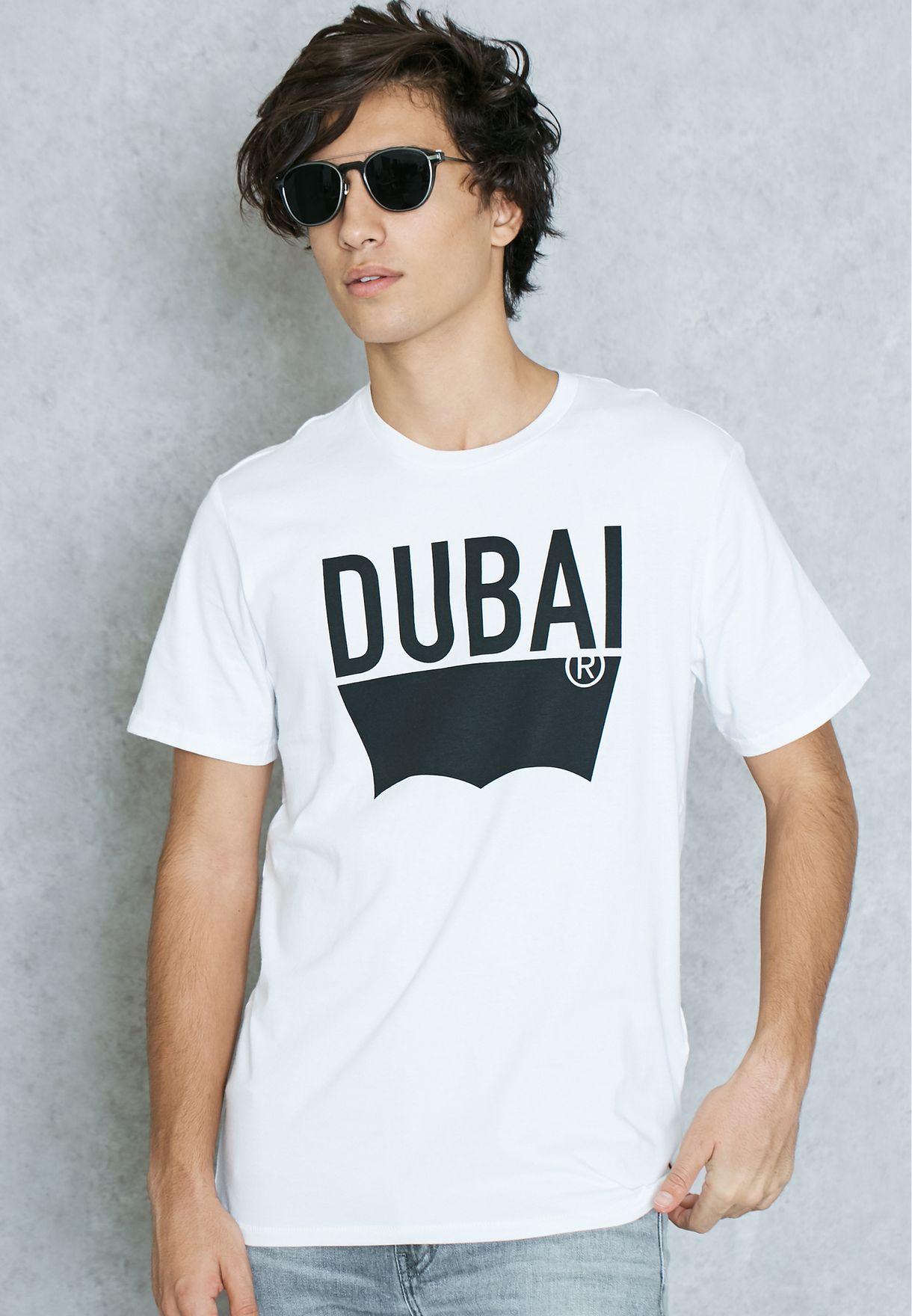 8894b026 Shop Levis white Dubai T-Shirt 21945-0075 for Men in UAE - LE426AT28HIT