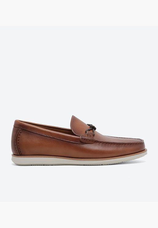 حذاء لوفر باريرز بمقدمة مربعة وتفاصيل أنيقة
