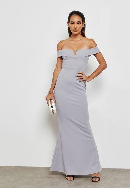 فستان بأكتاف مكشوفة