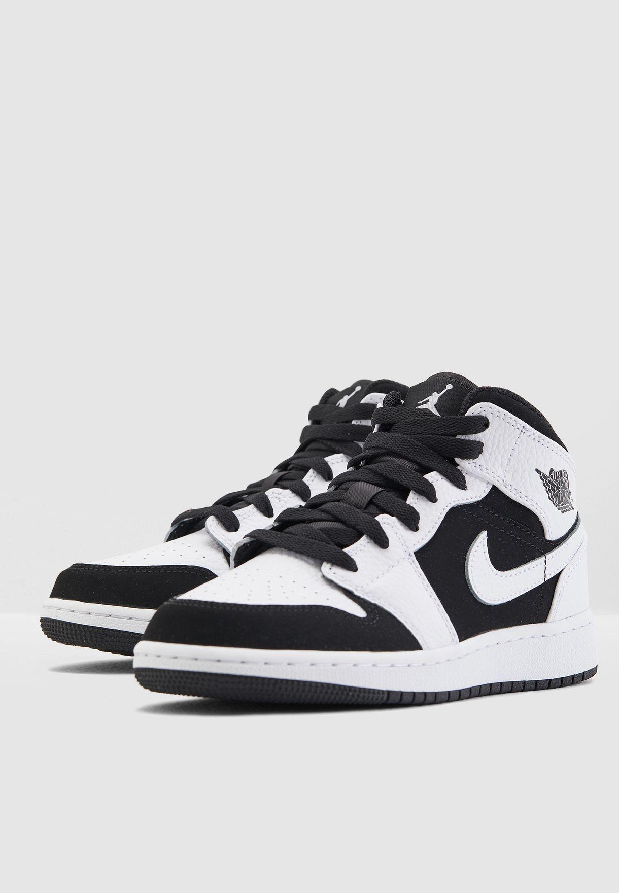 buy popular 6bb06 8a885 Shop Nike white Youth Air Jordan 1 Mid BG 554725-113 for Kids in UAE -  NI727SH08HJZ