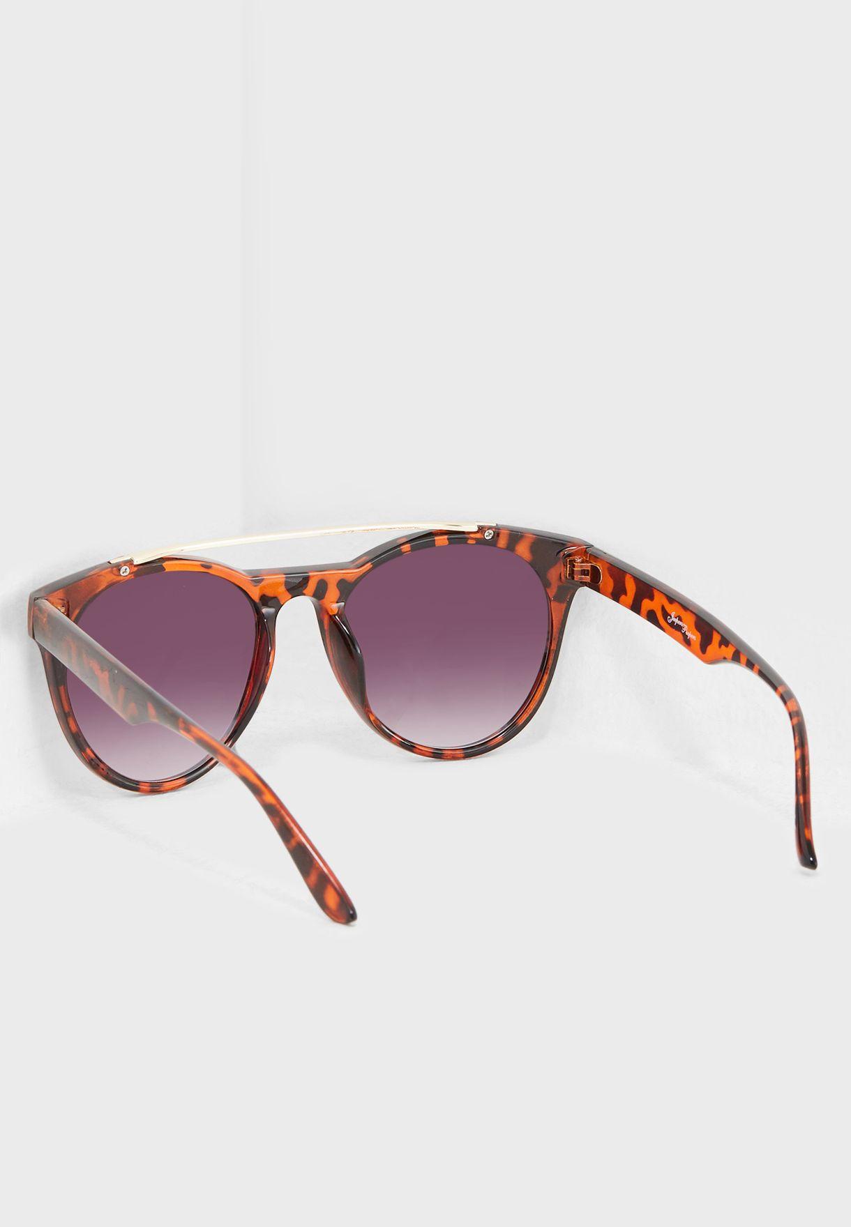 نظارات شمسية بجسر رخامي