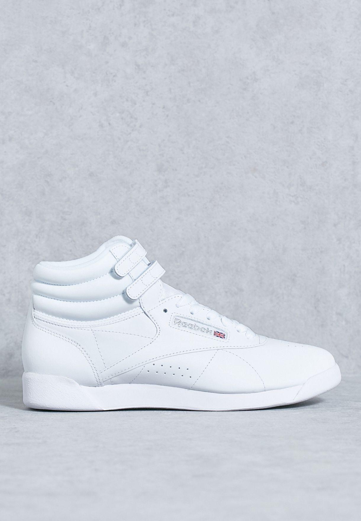 حذاء من مجموعة ريبوك X حملة كن اكثر إنسانية