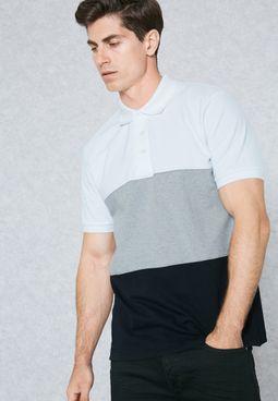 قميص بولو بنمط كتل الالوان
