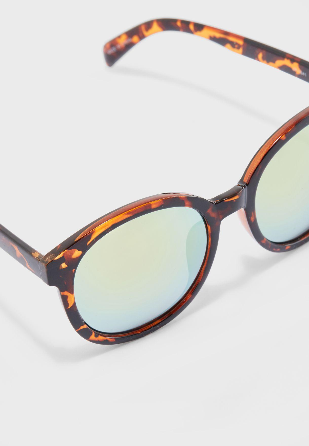 نظارات شمسية دائرية بجسر رخامي