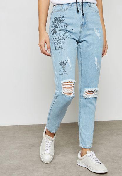 جينز بطبعات جرافييتي
