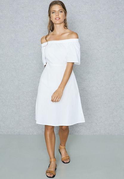 فستان بأربطة عالخصر