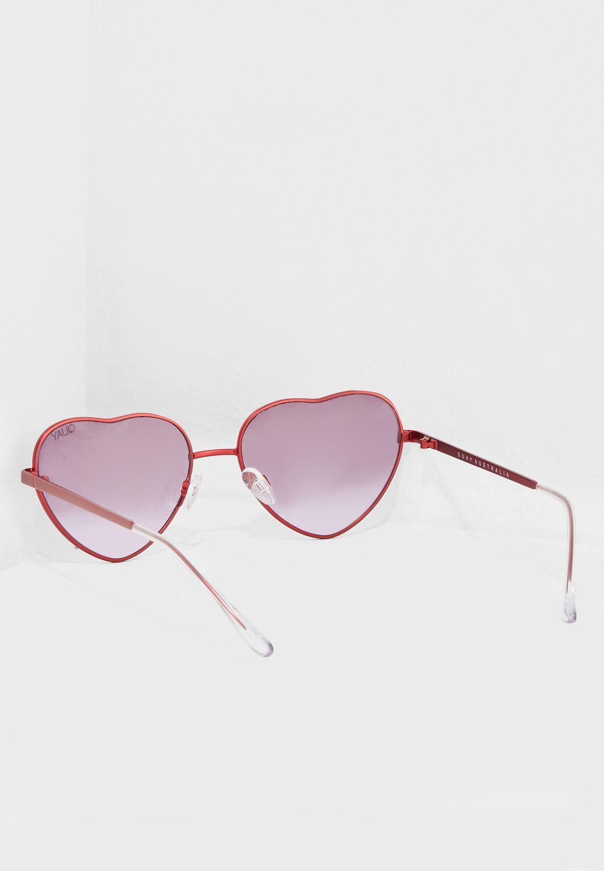 نظارات شمسية بشكل قلب من مجموعة إيلا فيرجسون