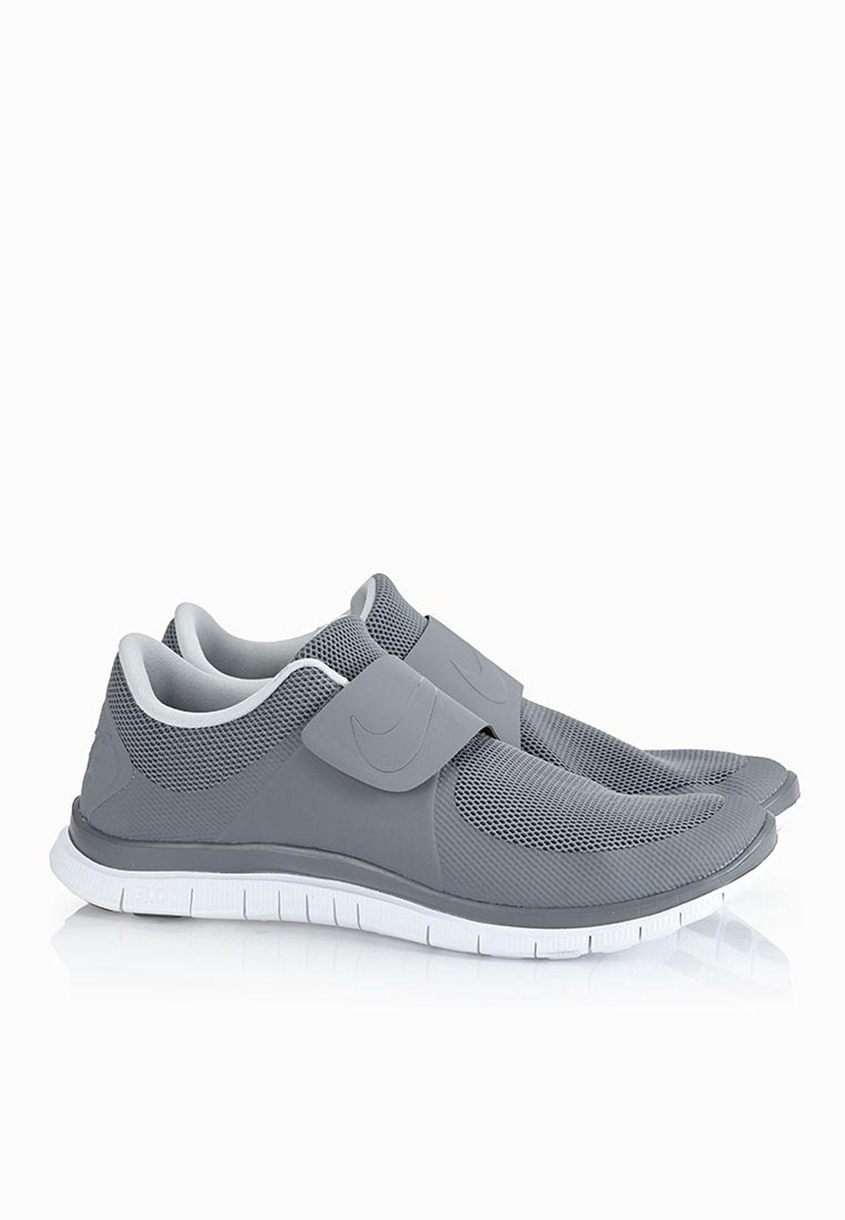 3320fe8adfd4b Shop Nike grey Free Socfly 724851-002 for Men in UAE - NI727SH67ZOM
