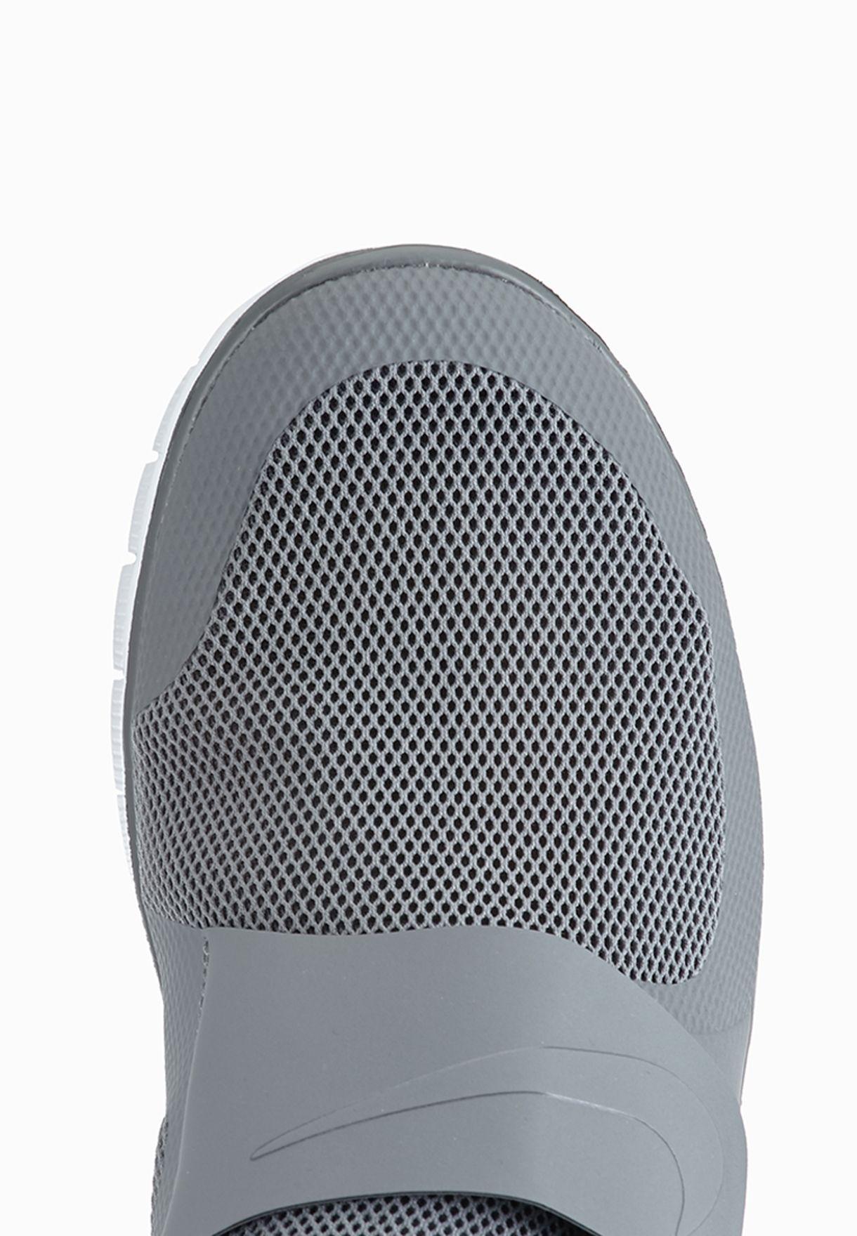 8a714b810ca98 Shop Nike grey Free Socfly 724851-002 for Men in UAE - NI727SH67ZOM