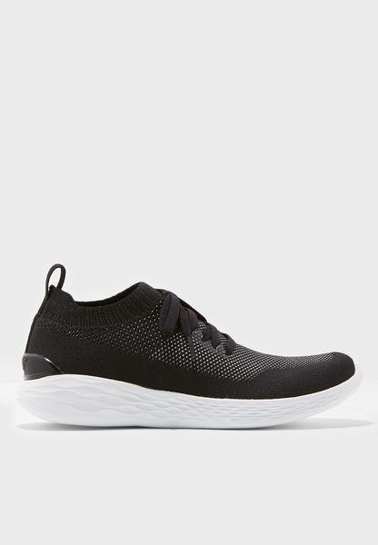 حذاء رياضي بسوار كاحل