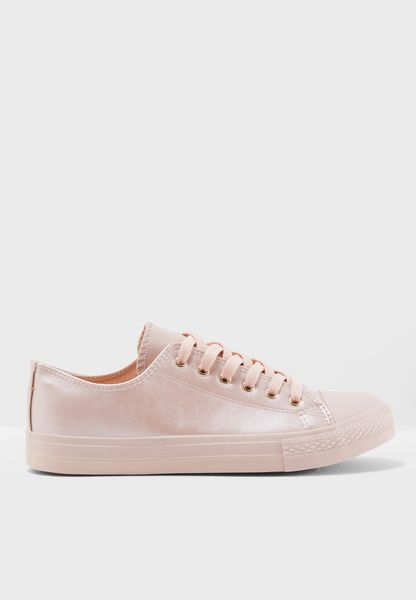 Kenzie Low Top Sneaker
