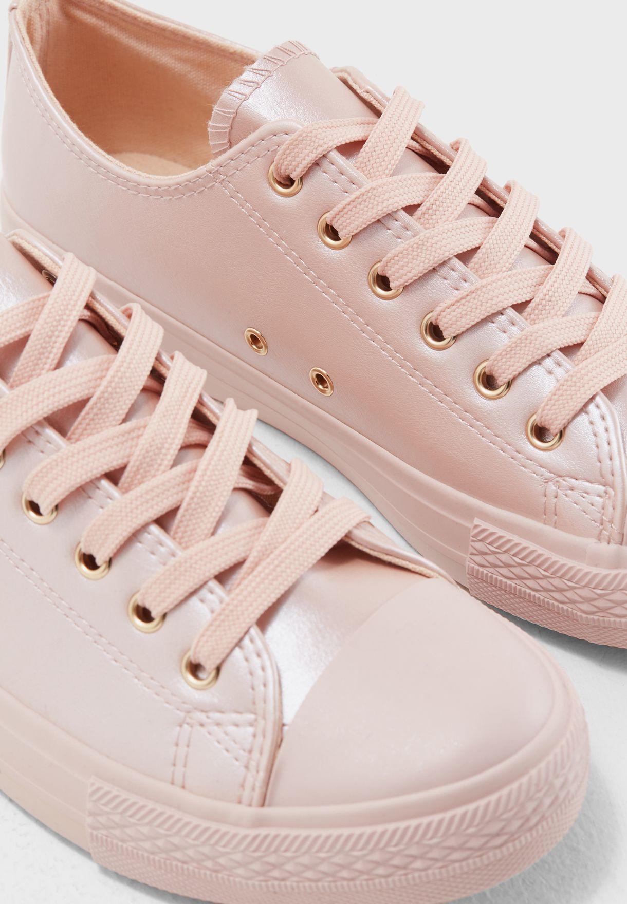 Kenzie Low Top Sneaker