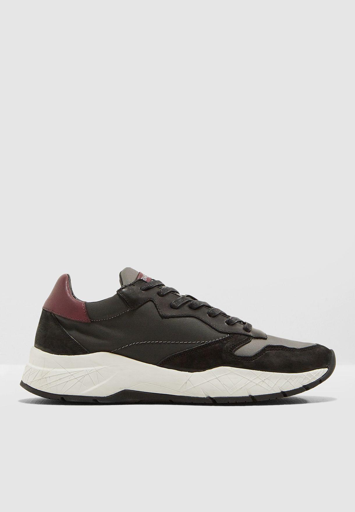Fuse Sneakers
