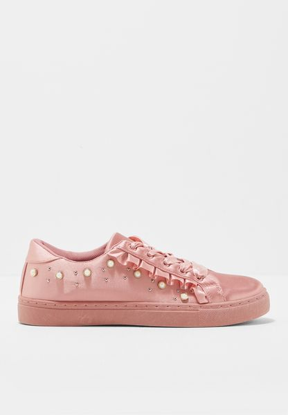 Nakti Low Top Sneakers