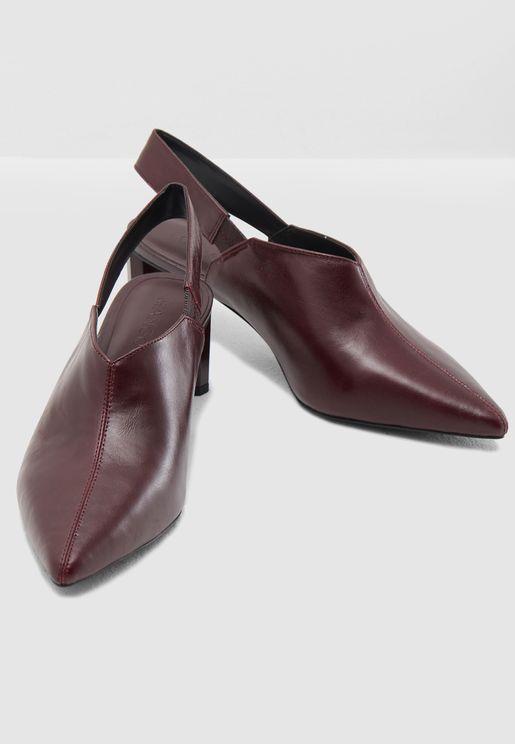 حذاء جلد بكعب متوسط الارتفاع