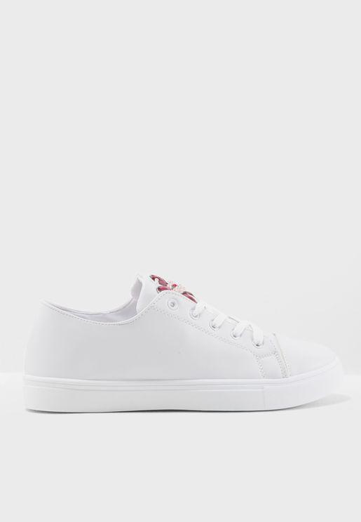 Nelia Low Top Sneakers