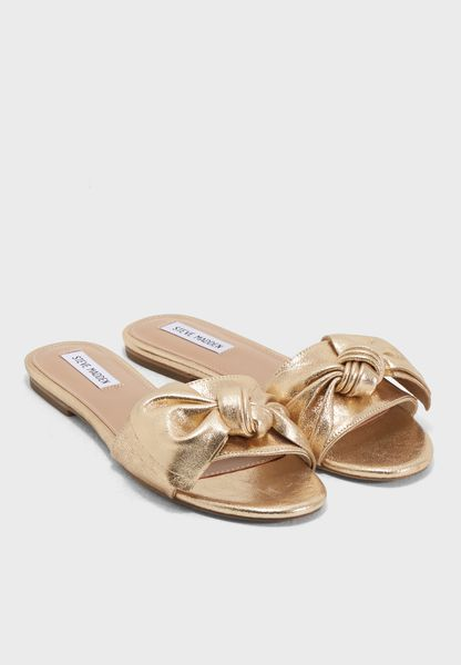 Shop Steve madden gold Truesdale Flat Sandals TRUESDALE for Women in Qatar  - ST977SH27OOY