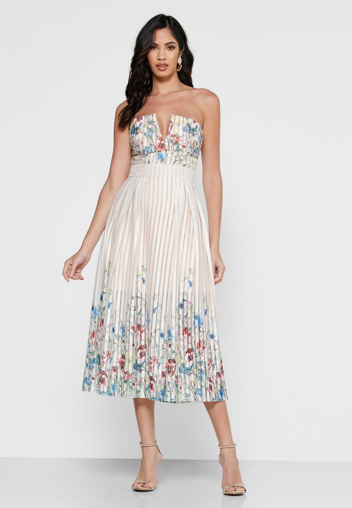 فستان يكشف الاكتاف بطبعات ازهار ومزين بكسرات