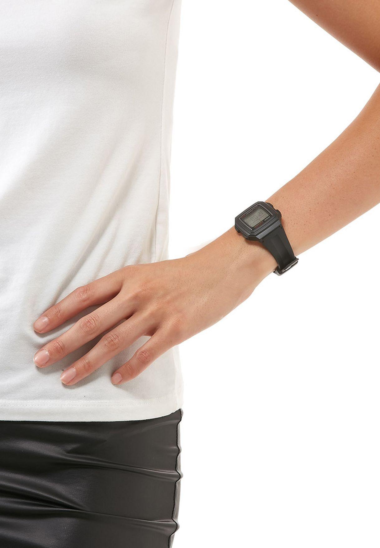 ساعة يد ديجيتال
