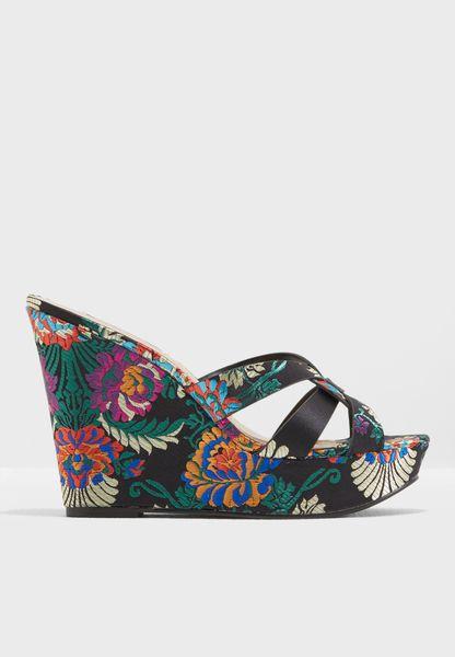 Shop Steve Madden black Bold Wedge Sandals BOLD for Women in UAE -  ST977SH17QKK