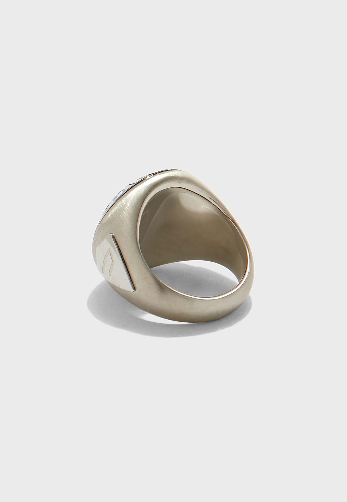 خاتم كاجوال بشعار الماركة
