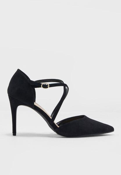 حذاء بسيور متعددة