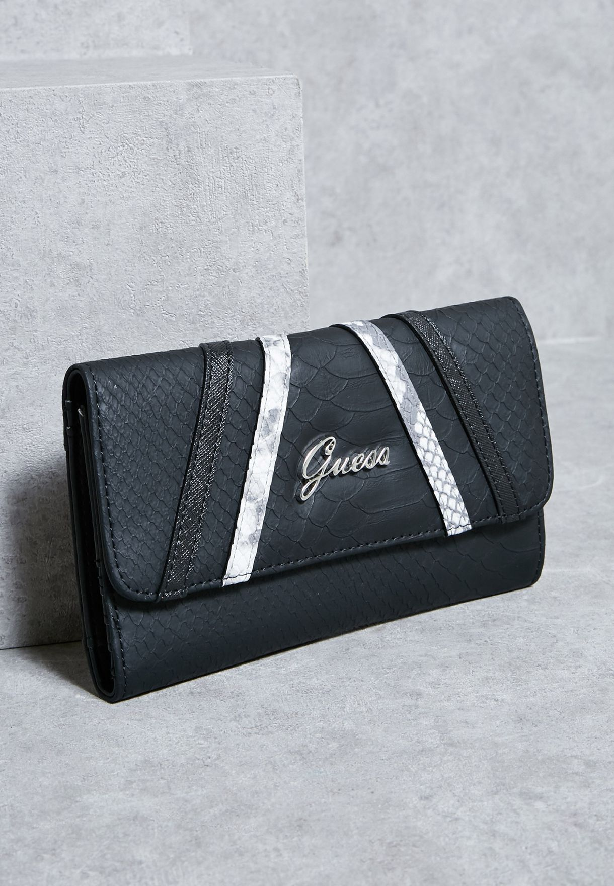 eec2b9aa26 Shop Guess black Alton Slg Flap Clutch F6450238 for Women in Qatar -  GU094AC07VQQ