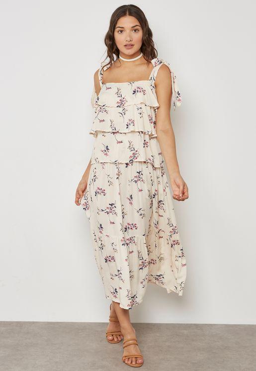 فستان مع حواف بنمط اقواس
