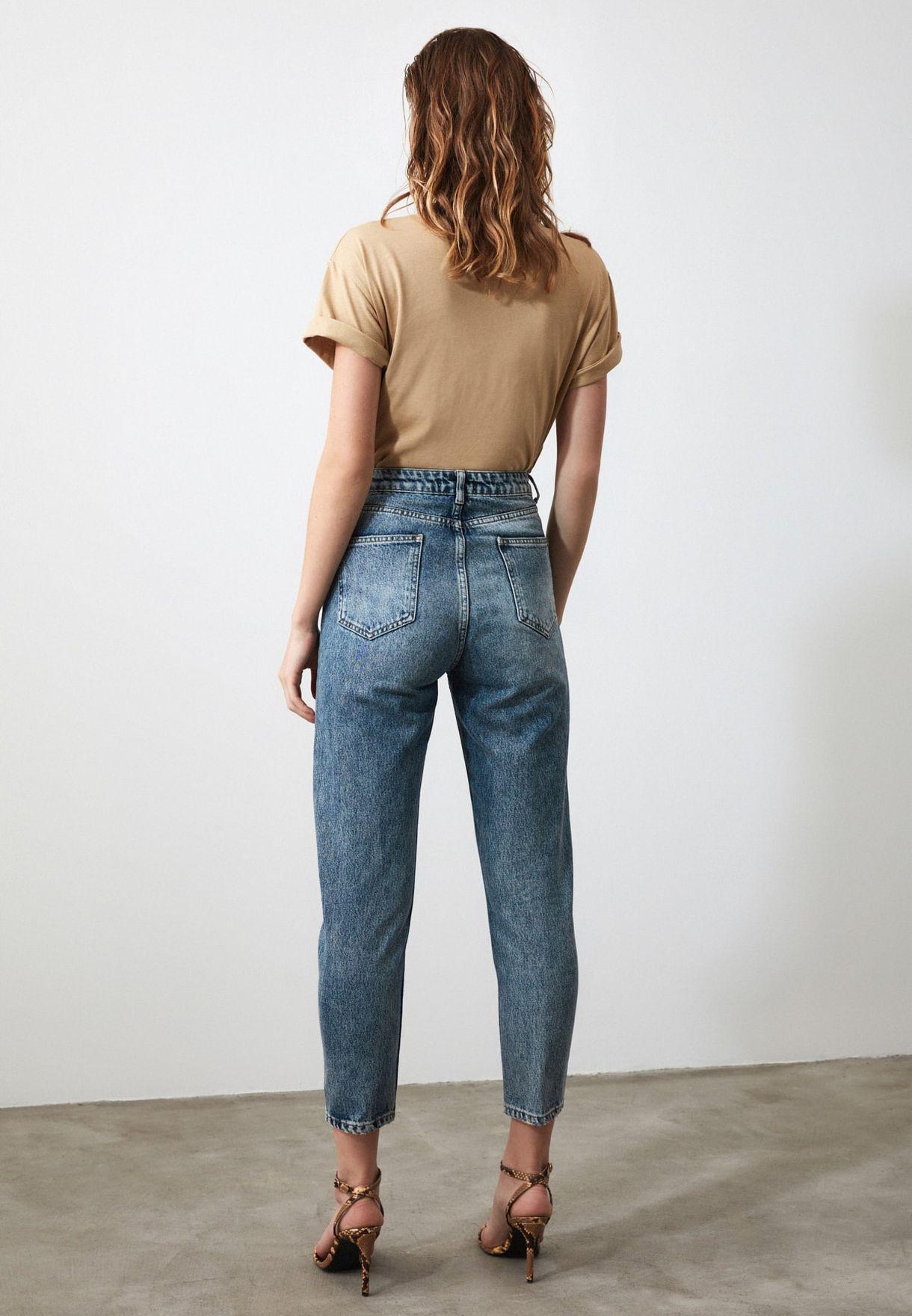 جينز مام بشقوق