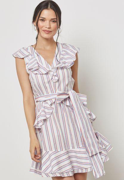 فستان بخطوط واجزاء كشكش