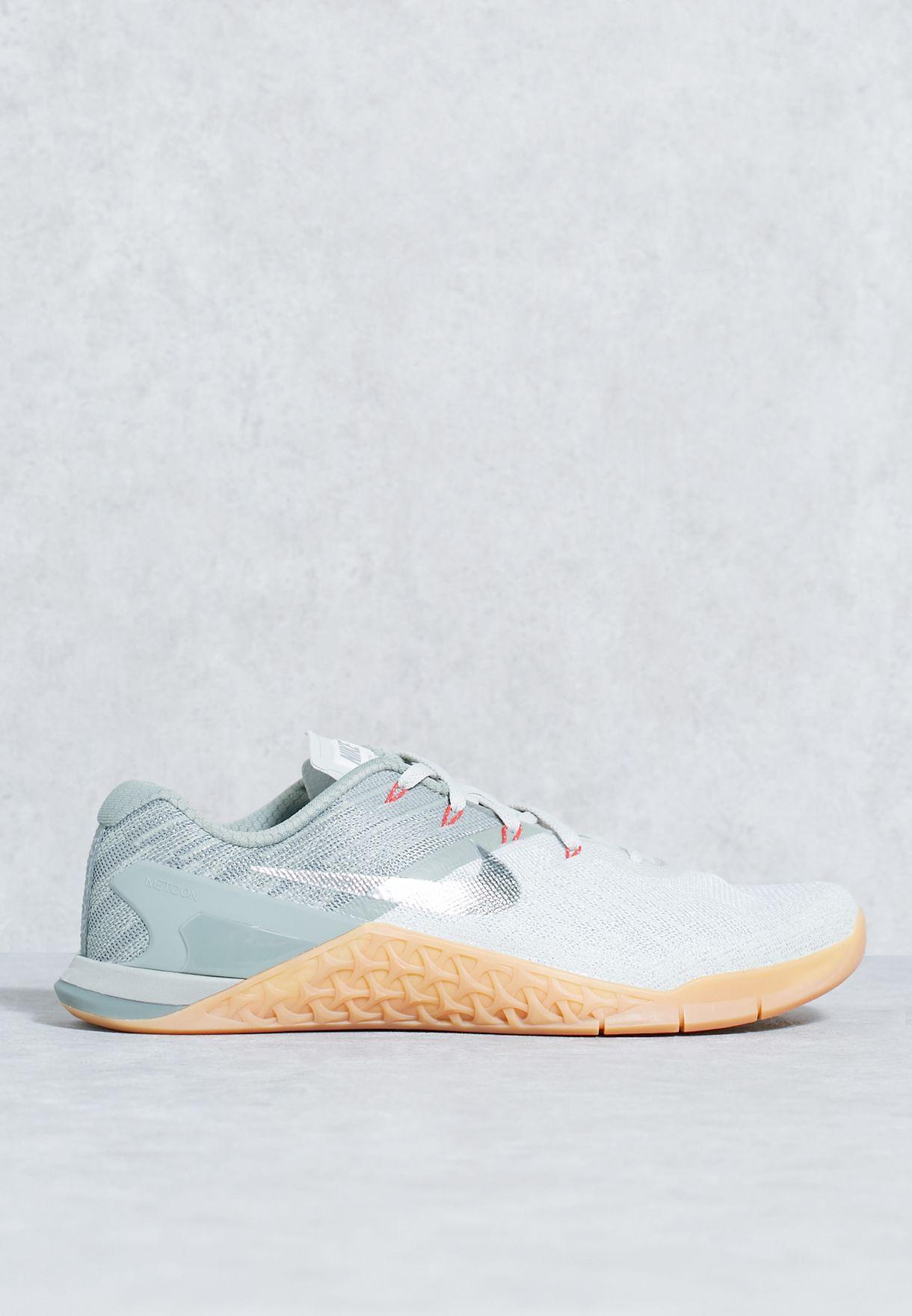 ce13f203a8f4 Shop Nike grey Metcon 3 852928-010 for Men in Saudi - NI727SH86WTH