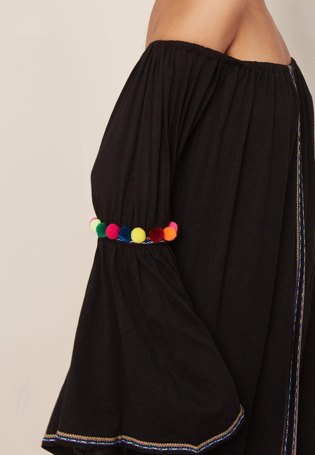 فستان مكسي بأكتاف مكشوفة