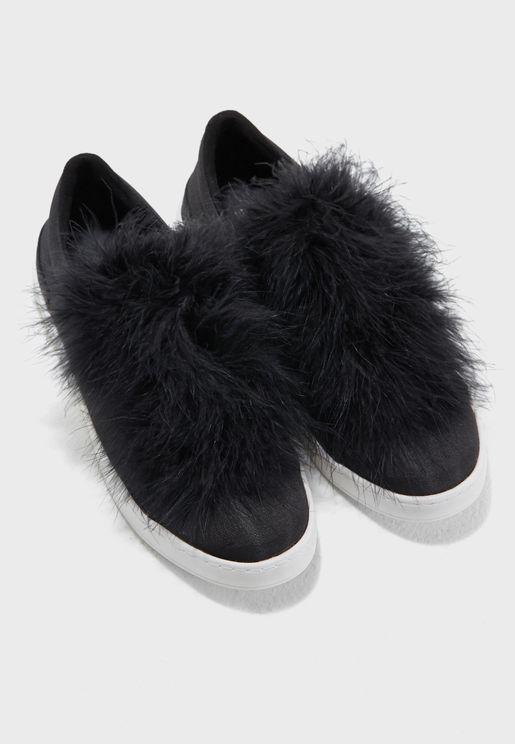 حذاء سهل الارتداء مزين بفرو