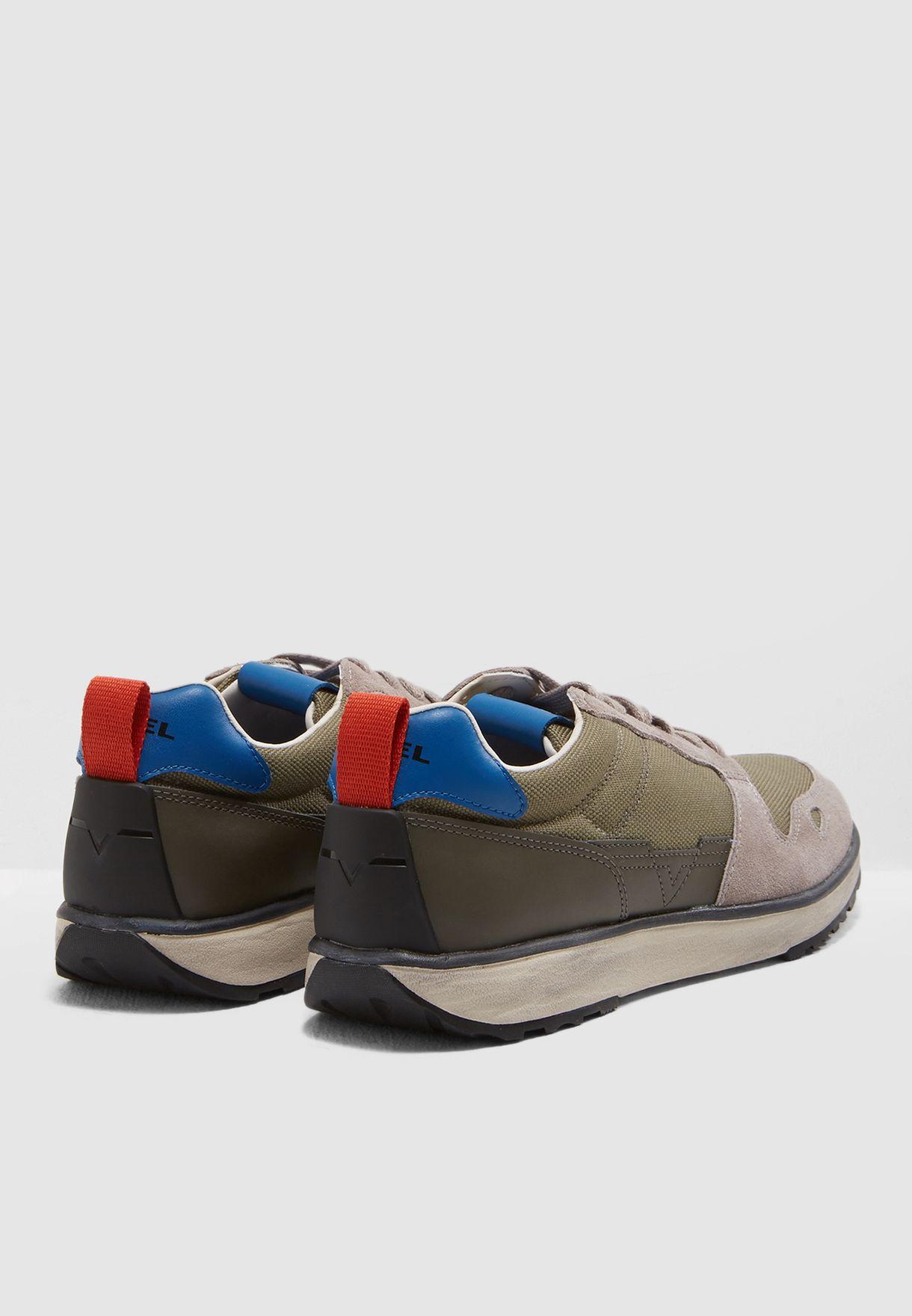 حذاء سنيكرز اس-ار في