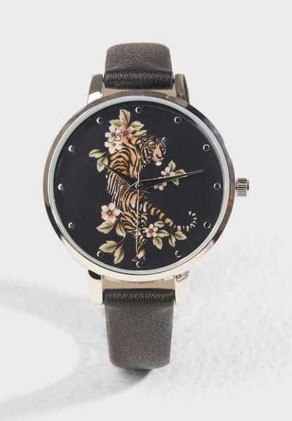 ساعة برسمة نمر