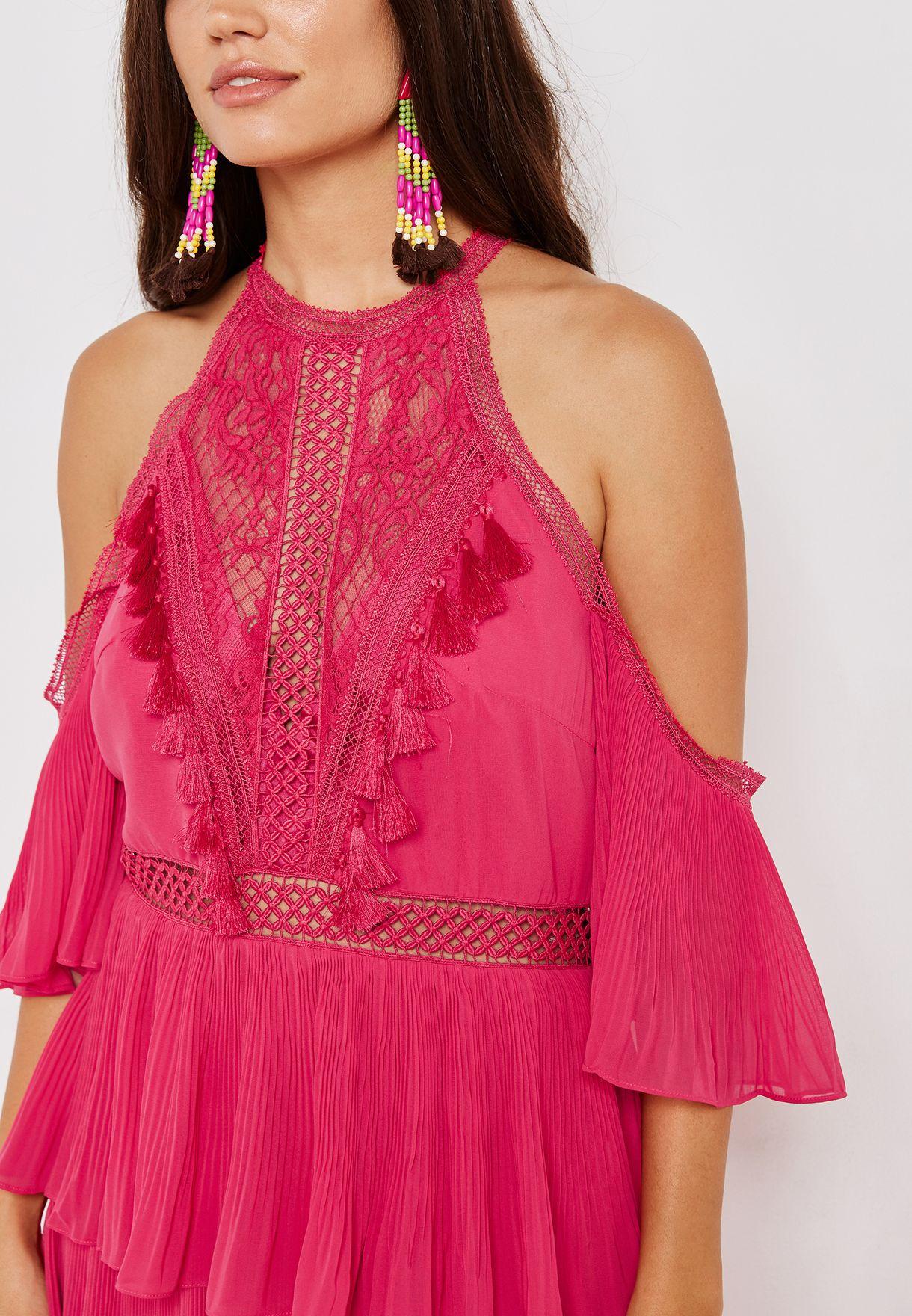 فستان عاري الاكتاف