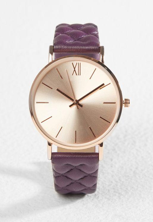 ساعة مع حزام مبطن