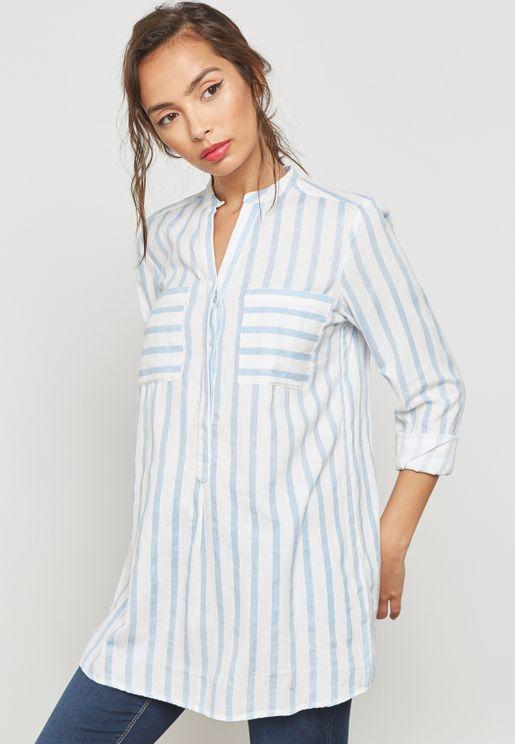بلوزة بخطوط على نمط قميص