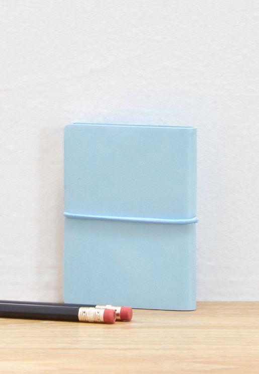 دفتر بأوراق ملونة