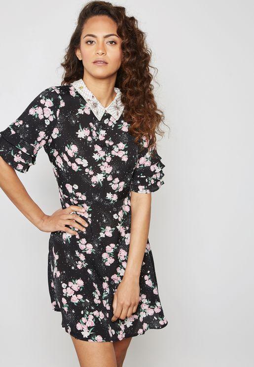 فستان بياقة كلاسيكية وطبعات ازهار