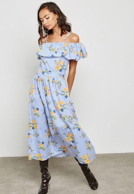 فستان بطبعة خطوط وورود