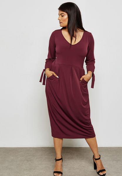 فستان بفتحات على الاكمام