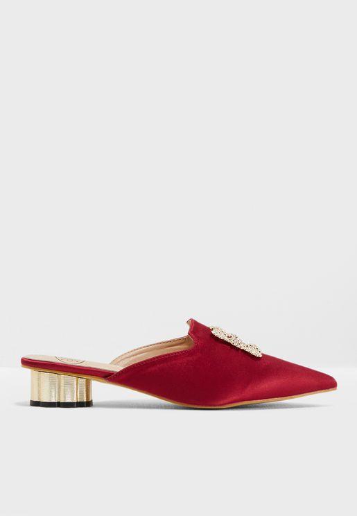 حذاء مزين بالكريسال