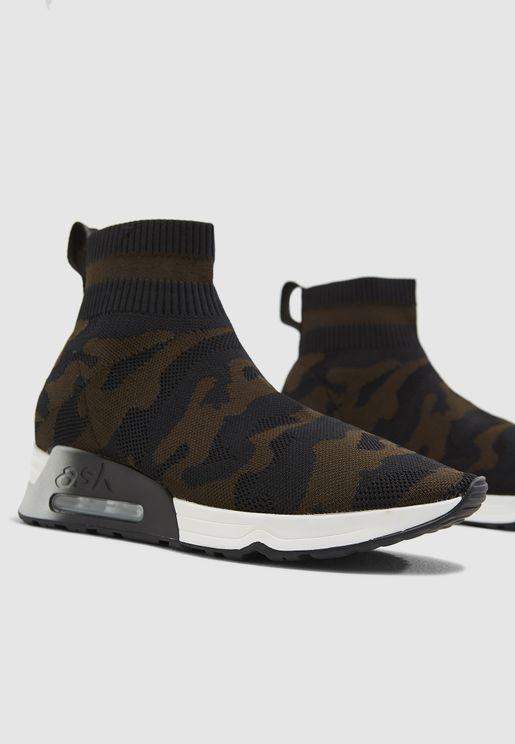 حذاء بكاحل مرتفع مع طبعات جيشي