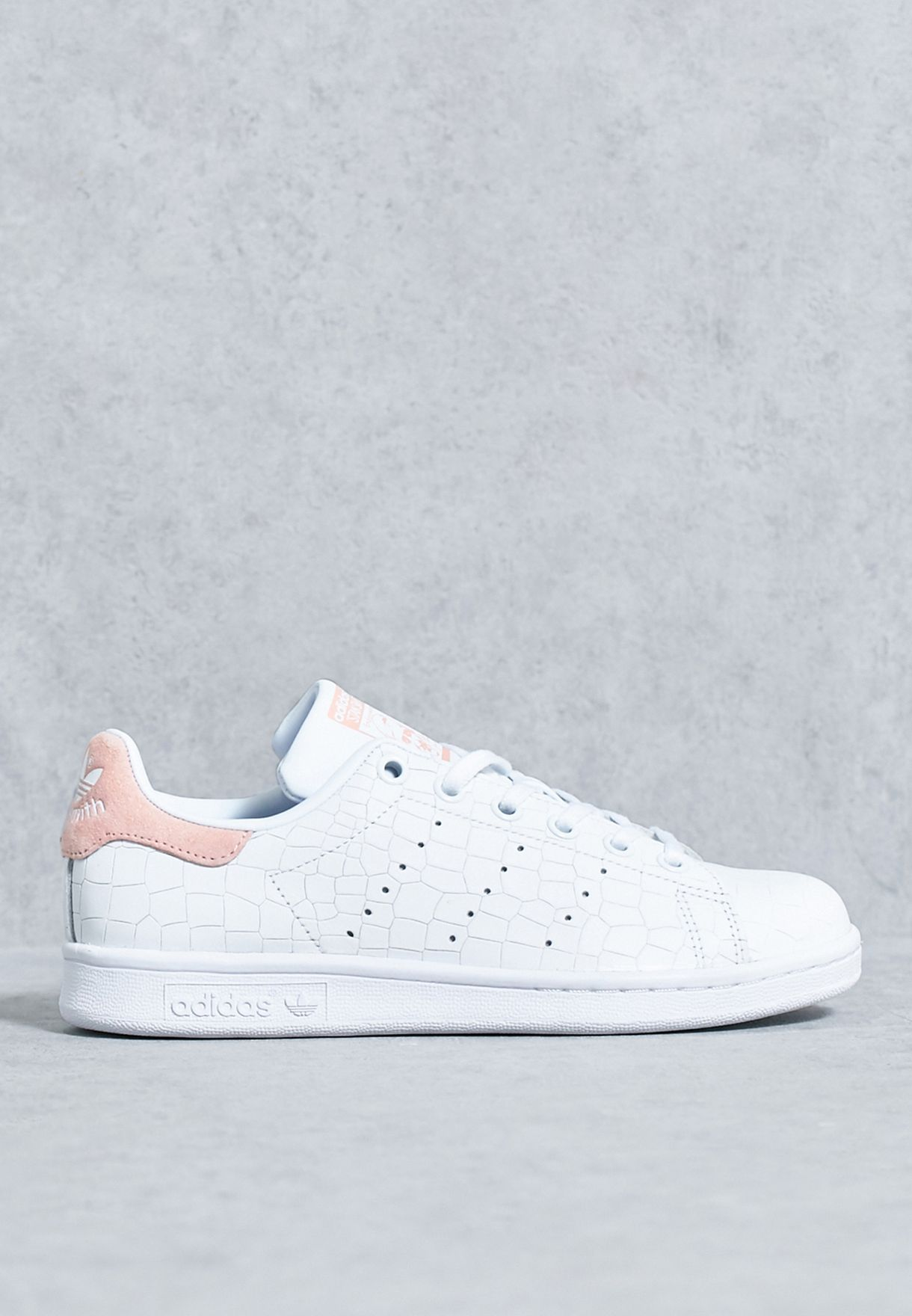 Shop adidas Originals white Stan Smith J S77178 for Kids in UAE - AD478SH16APF