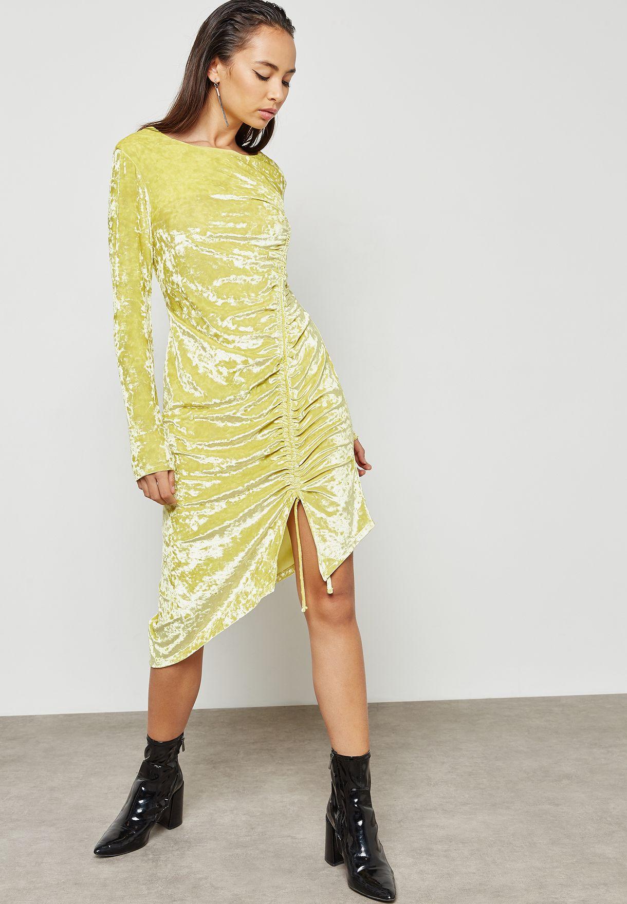 فستان مخملي بكشكش